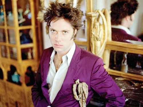 publicity photo of Rufus Wainwright December 2004